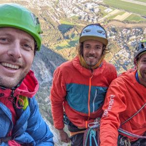 Niko Janovsky, Julian Resch und Armin Fuchs beim Abseilen ihrer Route fux am hechenberg