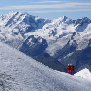 Bergführer mit Gast Zustieg zum Rothorngrat am Zinalrothorn