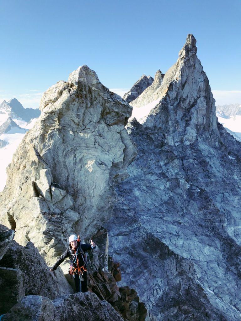 Dent de Tsalion Westgrat, kurz vor dem Gipfel. Im Hintergrund die Aiguille de la Tsa