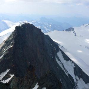 Die Hoffmannspitze vom Gipfel des Großglockners geshen.