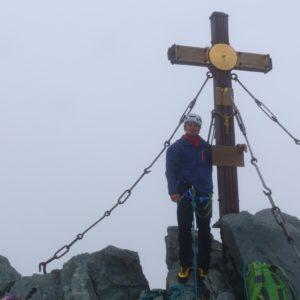 Am Großglockner Gipfel. Zufrieden nach der geschafften Glocknerwandüberschreitung.