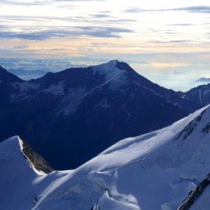 Aufstieg mit Bergführer zum Nadlehorn. Im Hintergrund der Weissmies