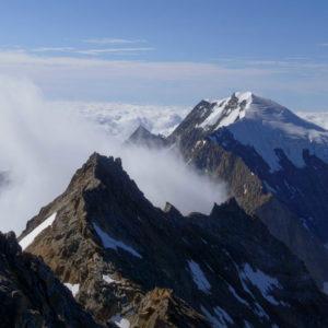 Bergführer am Lagginhorn Südgra. Im Hintergrund der Triftgletscher und der Weissmies Nordgrat.