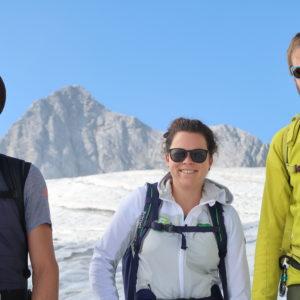 Gletscherpanorama mit Kursteilnehmern am Großvenediger