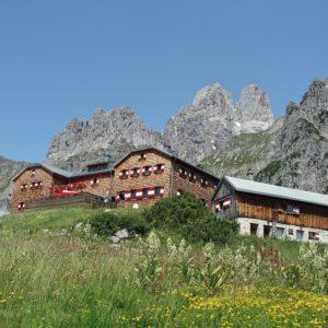 Die Hofpürglhütte mit der Bischofsmütze - Klettern am Dachstein mit Bergführer