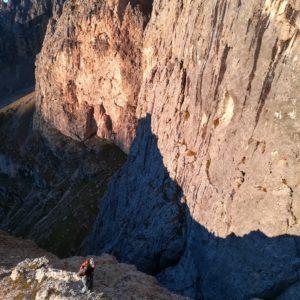 Zustieg zur Solleder Route am Sass Maor. Geführt vom Bergführer.