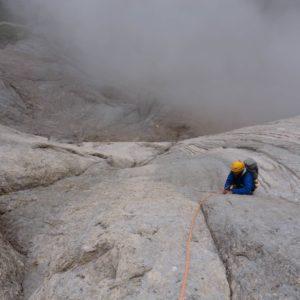 Kletterer in der MArmolada Südwand - Schwalbenschwanz