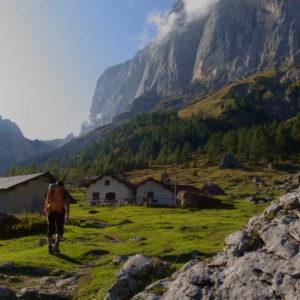 Zustieg zum Rifugio Falier, im Hintergrund die Marmolada Südwand