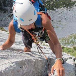 Perfekter Kalk mit tiefen Wasserrillen in der Südwand des Kleinen Ödsteins