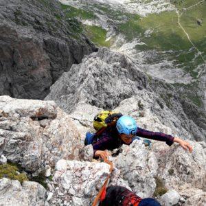 Klettern mit Bergführer an der Großen Fermeda, Dolomiten.
