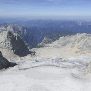 Blick über den Gosaugletscher und die Gosauseen vom Gipfel des Hohen Dachstein