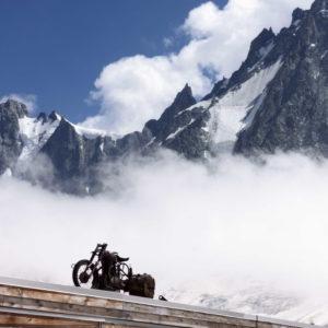 Das berühmte Motorrad am dach der Argentiere Hütte