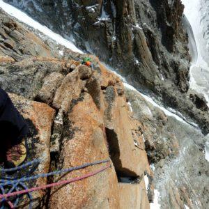 In der Südwand der Aiguille Argentiere mit Bergführer