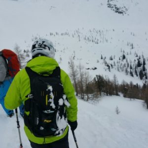 Wählen der richtigen Abfahrtsspur beim Skitourenkurs
