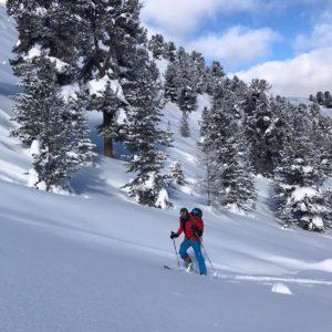 Anlegen einer Skitourenspur beim SKitourenkurs