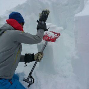 Compressiontest der Schneedecke, Schneekunde am Lawinenkurs