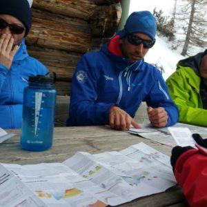 Schnee und LAwinenkunde beim Skitourenkurs