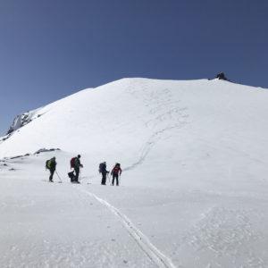 Abfahrt vom Palon de la Mare über dem Rifugio Branca mit Bergführer
