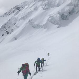 Aufstieg zur Punta San Matteo bei viel Neuschnee über dem Rifugio Branca