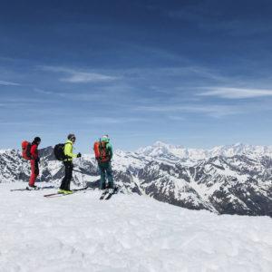 Traumhafte Ausblicke zum Mt. Blanc während der Gran Paradiso Skidurchquerung mit Bergführer