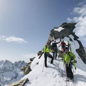 Gipfel der Gran Serra während der Gran Paradiso Skidurchquerung mit Bergführer