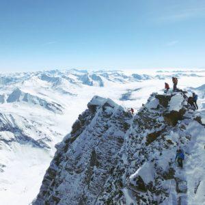Skitour Grossglockner mit Bergfuehrer am Gipfelgrat des Glockners