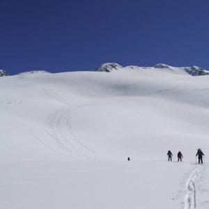 Geniales Skigelände über dem Rifugio Bezzi während der Gran Paradiso Skidurchquerung mit Bergführer