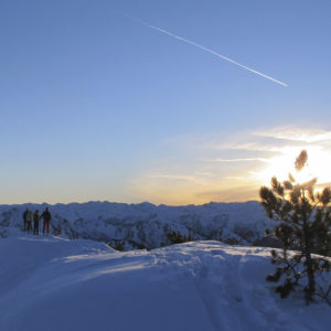 Erlebe traumhafte Momente und lehrreiche Skitouren mit Freunden oder der Familie. Kurs und Skitouren beim Skitourencamp Ennstal