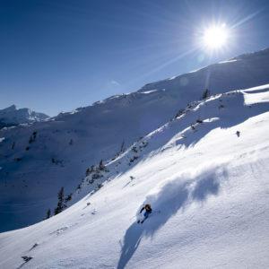 Schnee und Lawinenkunde und Coaching in der Abfahrt beim Skitourencamp Ennstal - damit du den besten Schnee sicher genießen kannst